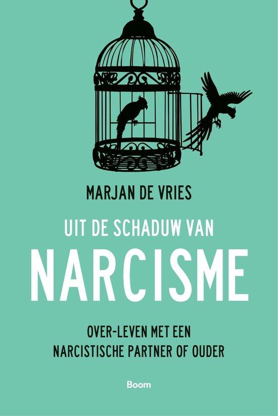 Uit de schaduw van narcisme (Marjan de Vries) boek
